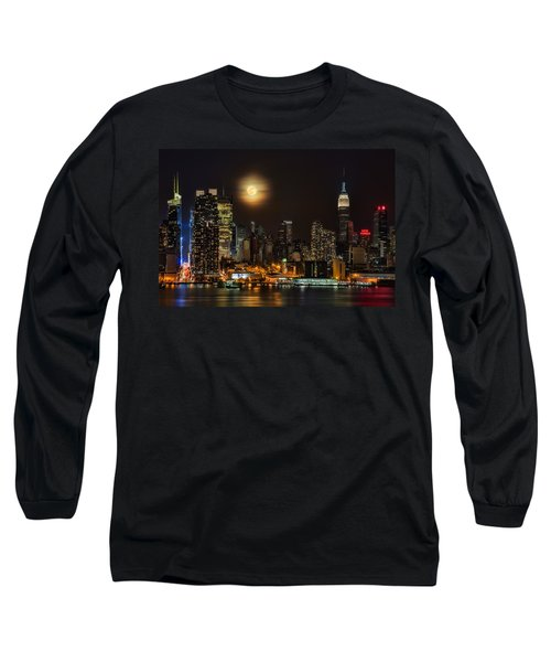 Long Sleeve T-Shirt featuring the photograph Super Moon Over Nyc by Susan Candelario