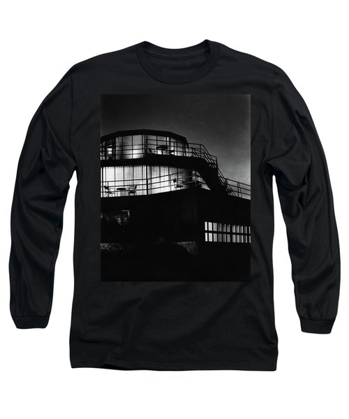 The Exterior Of A Spiral House Design At Night Long Sleeve T-Shirt