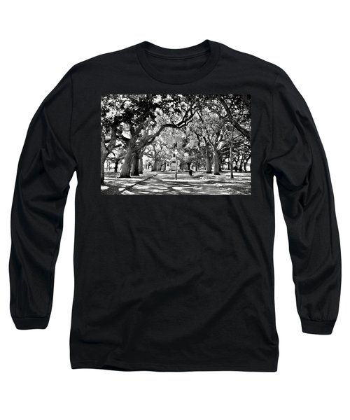 White Point Gardens At Battery Park Charleston Sc Black And White Long Sleeve T-Shirt