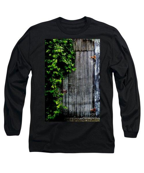 Wild Grape Vine Door Long Sleeve T-Shirt