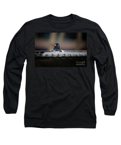 Long Sleeve T-Shirt featuring the digital art Junco In The Birdbath by Carol Ailles