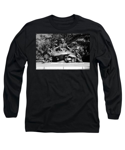 Alice In Wonderland In Central Park In Black And White Long Sleeve T-Shirt