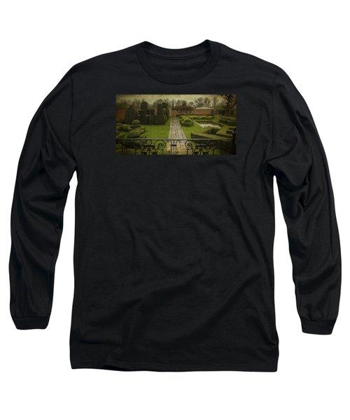Avebury Manor Topiary Long Sleeve T-Shirt