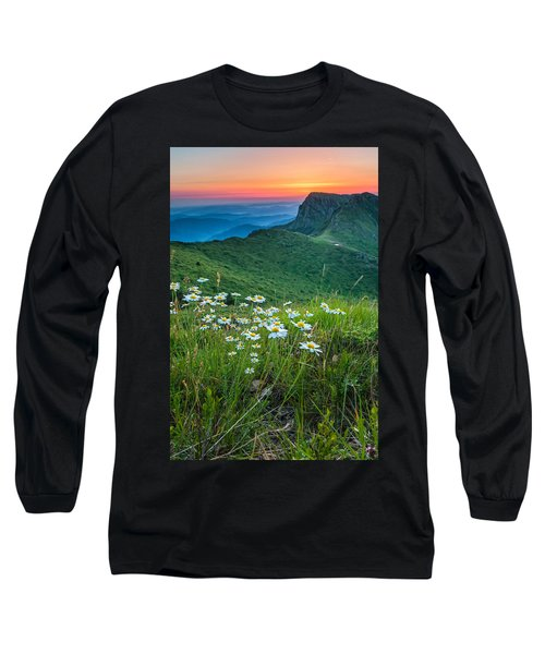 Daisies In The Mountyain Long Sleeve T-Shirt