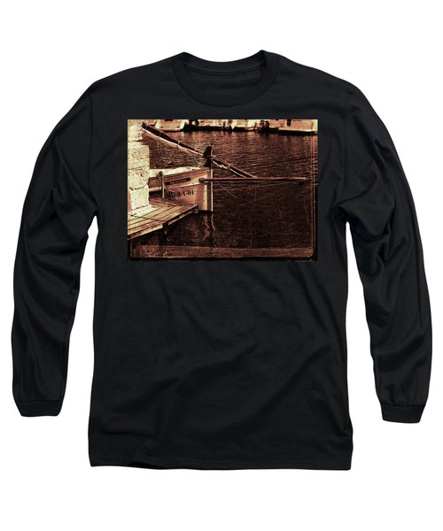Long Sleeve T-Shirt featuring the photograph Lil Kiss by Pedro Cardona