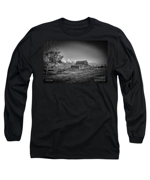 Moulton Barn Bw Long Sleeve T-Shirt