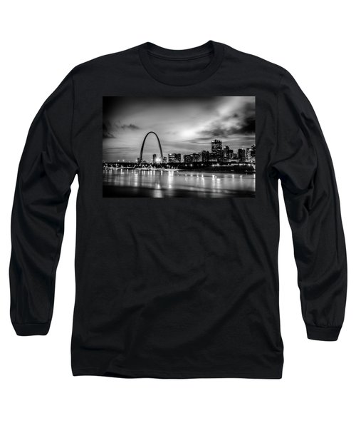 City Of St. Louis Skyline. Image Of St. Louis Downtown With Gate Long Sleeve T-Shirt