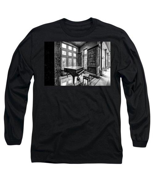 Abandoned Piano Monochroom- Urban Exploration Long Sleeve T-Shirt