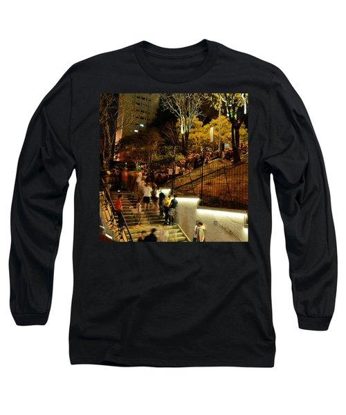 Ao Ar Livre, Ocupando Por Completo O Long Sleeve T-Shirt
