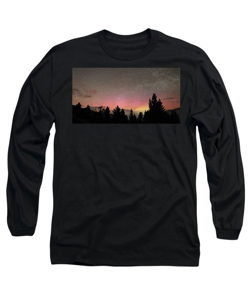 Aurora Borealis Over Mammoth Hot Springs In Yellowstone Np Long Sleeve T-Shirt