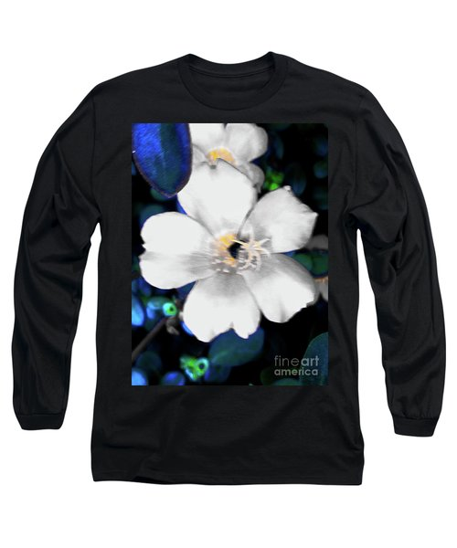 Bright Blue Accents White Vinca Long Sleeve T-Shirt