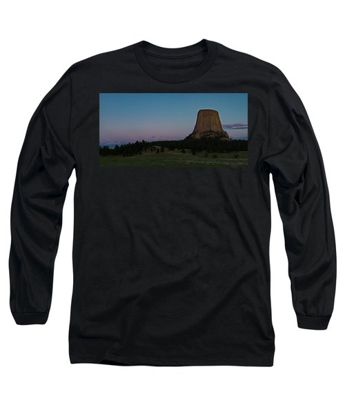 Long Sleeve T-Shirt featuring the photograph Devil's Tower At Dusk by Gary Lengyel