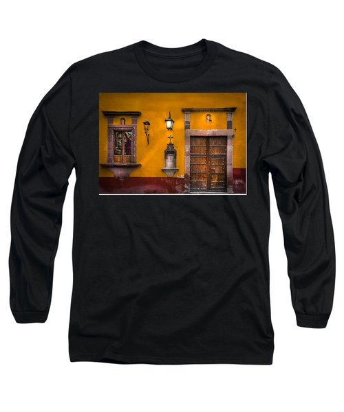 Face In The Window Long Sleeve T-Shirt