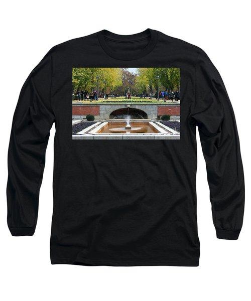 fountain in Buen Retiro  Long Sleeve T-Shirt