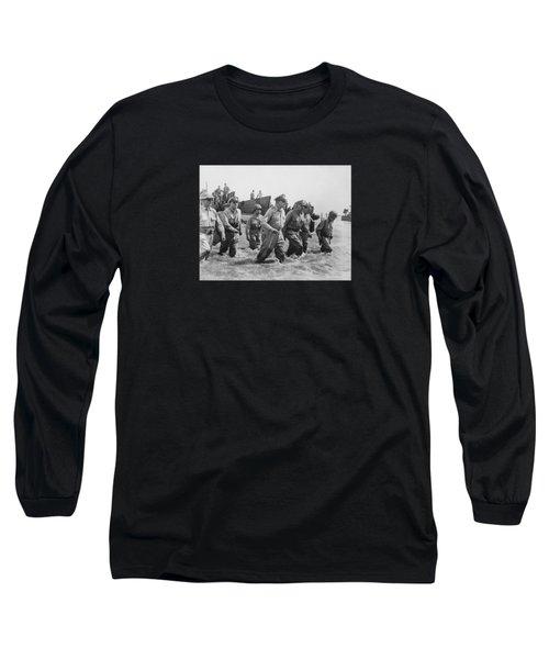 General Douglas Macarthur Returns Long Sleeve T-Shirt