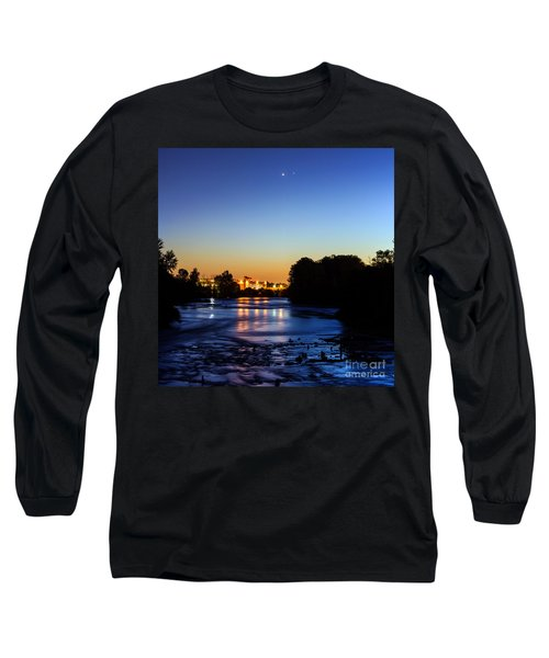 Jupiter And Venus Over The Willamette River In Eugene Oregon Long Sleeve T-Shirt