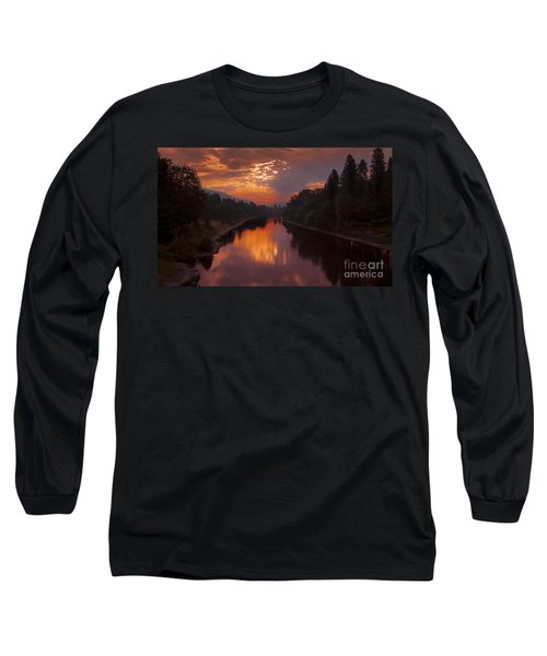 Magnificent Clouds Over Rogue River Oregon At Sunset  Long Sleeve T-Shirt by Jerry Cowart
