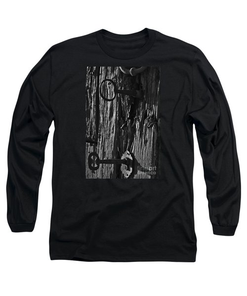 Old And Abandoned Wooden Door With Skeleton Keys Long Sleeve T-Shirt