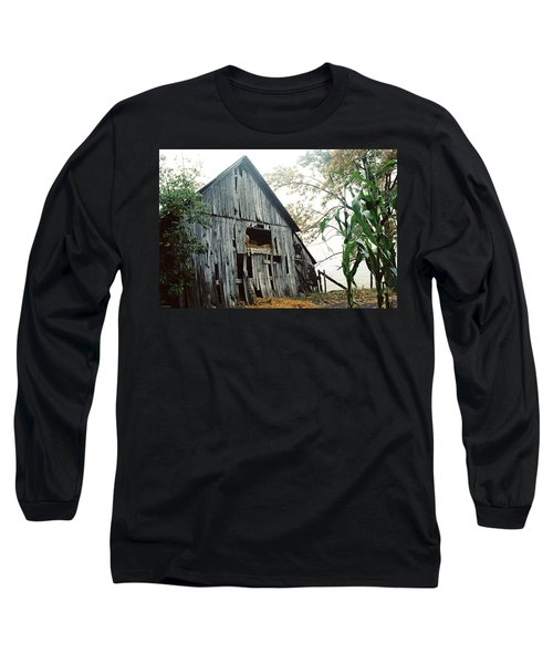 Old Barn In The Morning Mist Long Sleeve T-Shirt