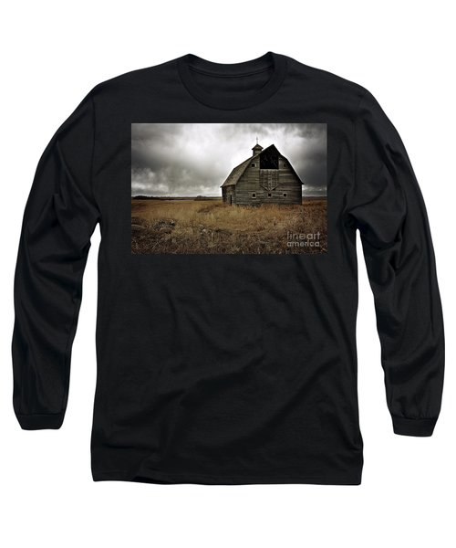 Old Barn Long Sleeve T-Shirt by Linda Bianic