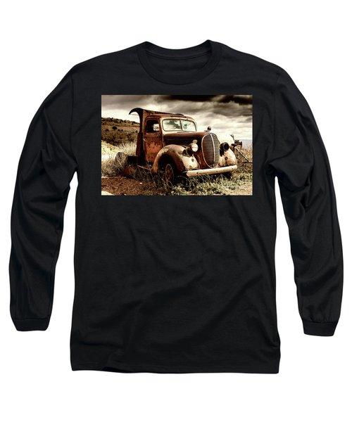Old Ford Truck In Desert Long Sleeve T-Shirt