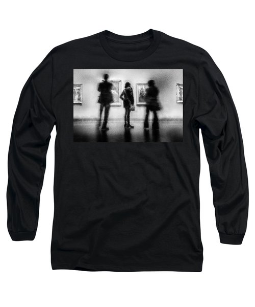 Paintings At An Exhibition Long Sleeve T-Shirt by Celso Bressan