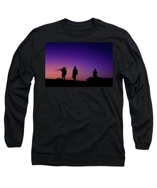 Photographers At Sunset Long Sleeve T-Shirt by Ralph Vazquez