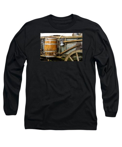 Side View Of A Covered Wagon Long Sleeve T-Shirt by Linda Phelps