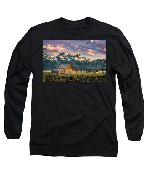 Sunrise In North Moulton Barn Long Sleeve T-Shirt