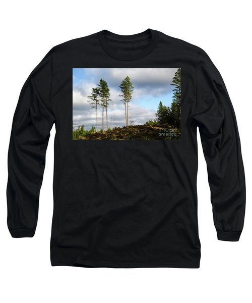 Long Sleeve T-Shirt featuring the photograph Towards The Sky by Kennerth and Birgitta Kullman