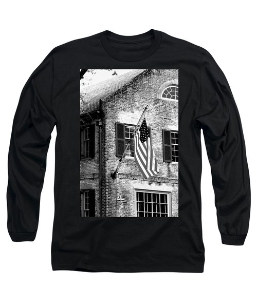 Long Sleeve T-Shirt featuring the photograph Us Flag In Colonial Williamsbug by Emanuel Tanjala