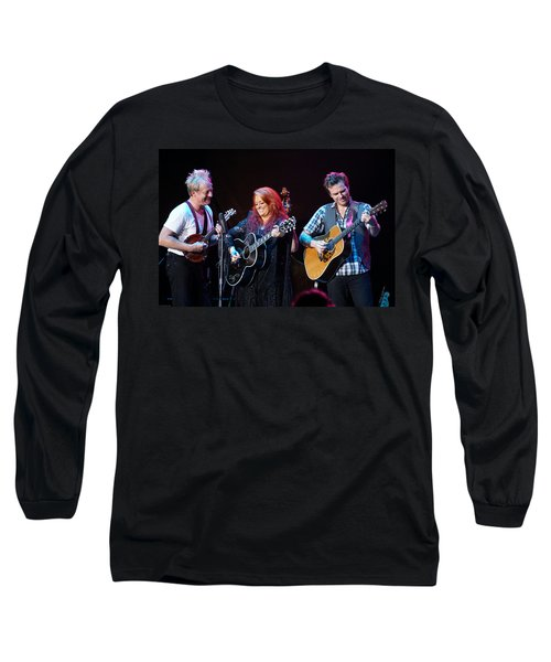 Wynonna Judd In Concert With Hubby Cactus Moser And Band Guitarist Long Sleeve T-Shirt
