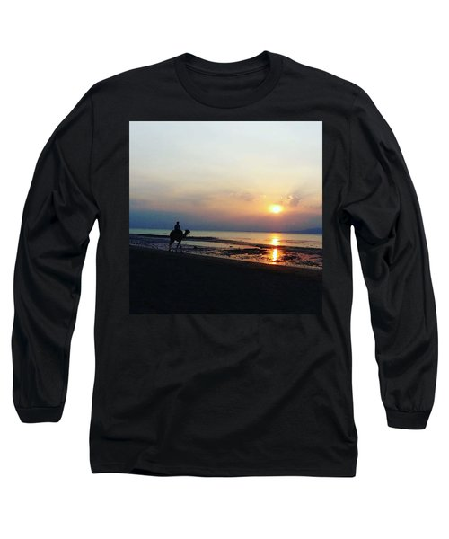 Camel Walking Along The Shoreline At Sunset In Egypt Long Sleeve T-Shirt