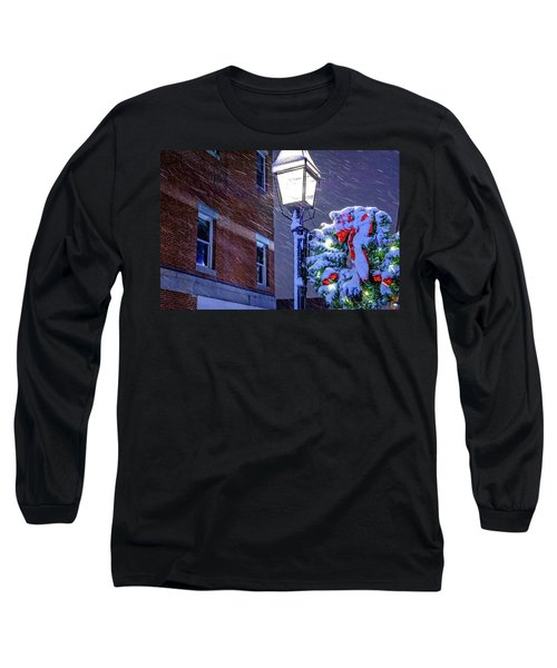 Wreath On A Lamp Post Long Sleeve T-Shirt