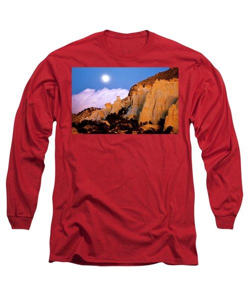 Moonrise Over The Kaiparowits Plateau Utah Long Sleeve T-Shirt by Ed  Riche