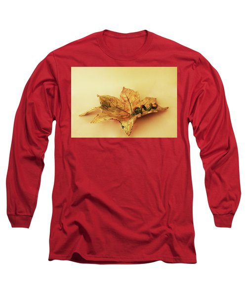 Long Sleeve T-Shirt featuring the photograph Leaf Plate1 by Itzhak Richter
