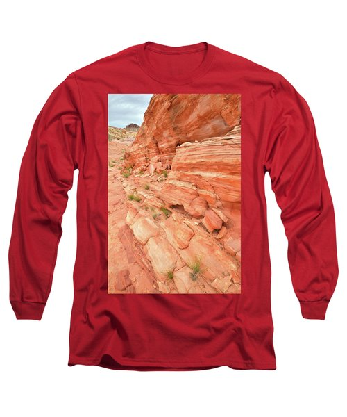 Long Sleeve T-Shirt featuring the photograph Sandstone Wall In Valley Of Fire by Ray Mathis