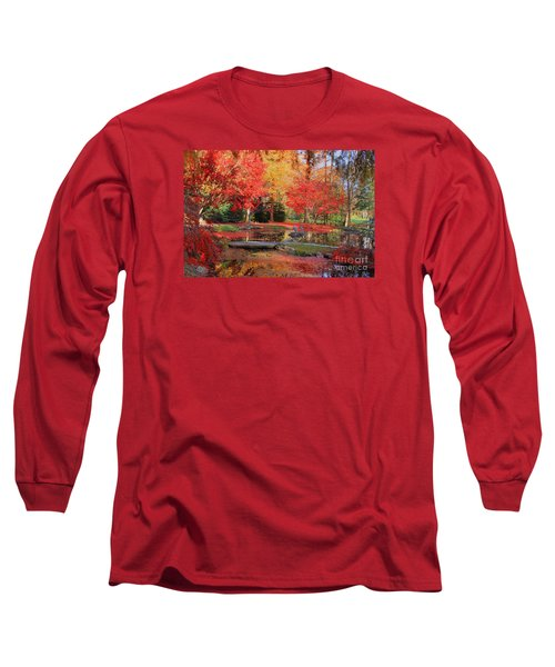 Long Sleeve T-Shirt featuring the photograph Fall Spendor by Geraldine DeBoer