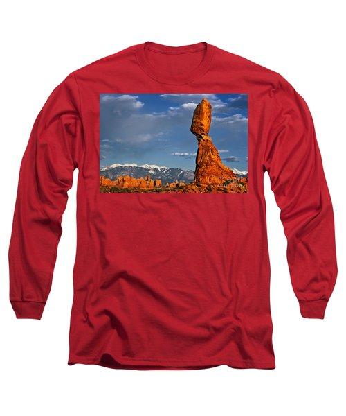 Gravity Defying Balanced Rock, Arches National Park, Utah Long Sleeve T-Shirt
