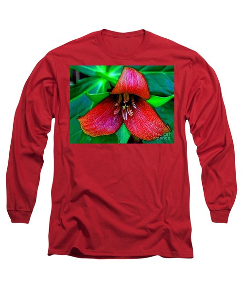 Long Sleeve T-Shirt featuring the photograph The Trillium by Elfriede Fulda