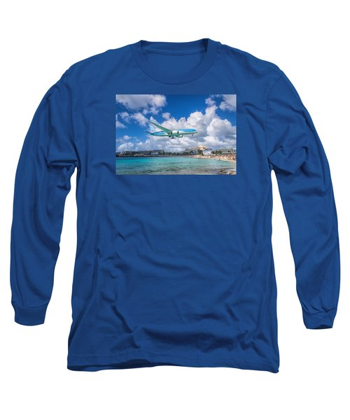 Tui Airlines Netherlands Landing At St. Maarten Airport. Long Sleeve T-Shirt