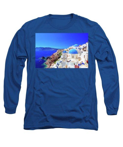 Oia Town On Santorini Island, Greece. Caldera On Aegean Sea. Long Sleeve T-Shirt