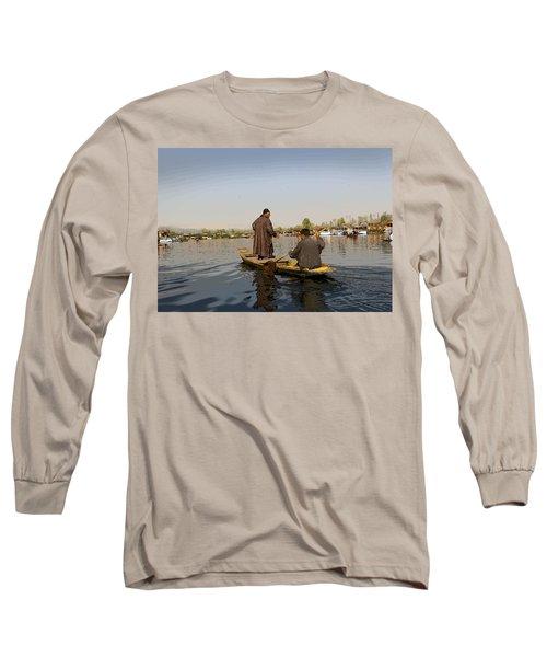 Cartoon - Kashmiri Men Plying A Wooden Boat In The Dal Lake In Srinagar Long Sleeve T-Shirt