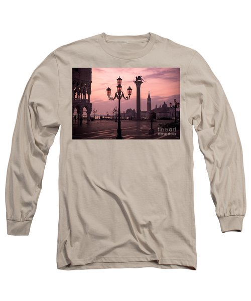 Lamppost Of Venice Long Sleeve T-Shirt