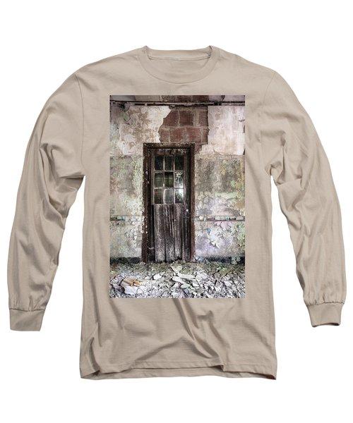Old Door - Abandoned Building - Tea Long Sleeve T-Shirt