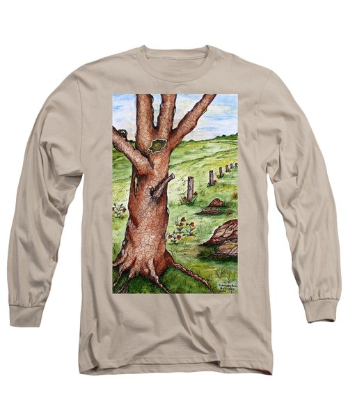 Old Oak Tree With Birds' Nest Long Sleeve T-Shirt