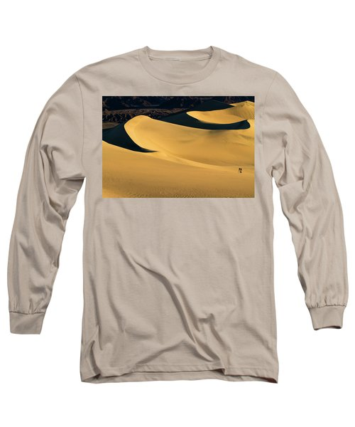 Death Valley And Photographer In Morning Sun Long Sleeve T-Shirt