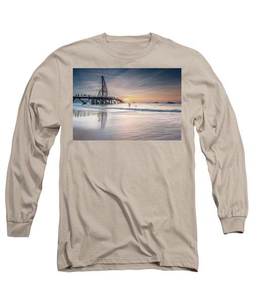 heche en Mexico Long Sleeve T-Shirt by Edward Kreis