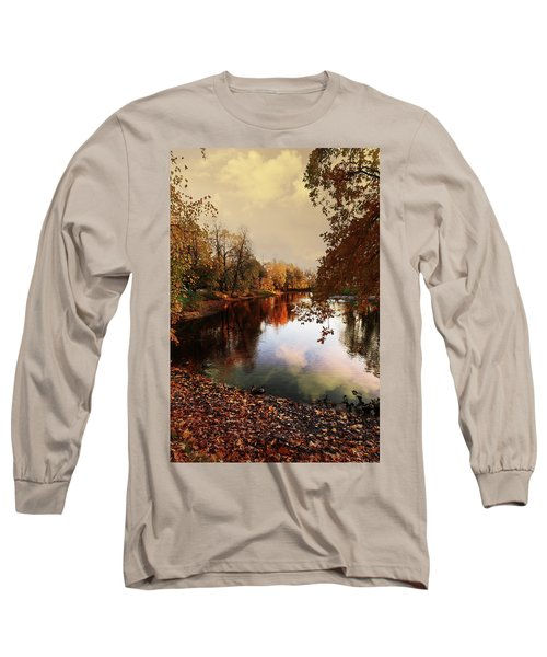 a quiet evening in a city Park painted in bright colors of autumn Long Sleeve T-Shirt