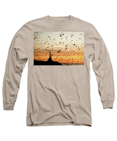 Aberystwyth Starlings At Dusk Flying Over The War Memorial Long Sleeve T-Shirt